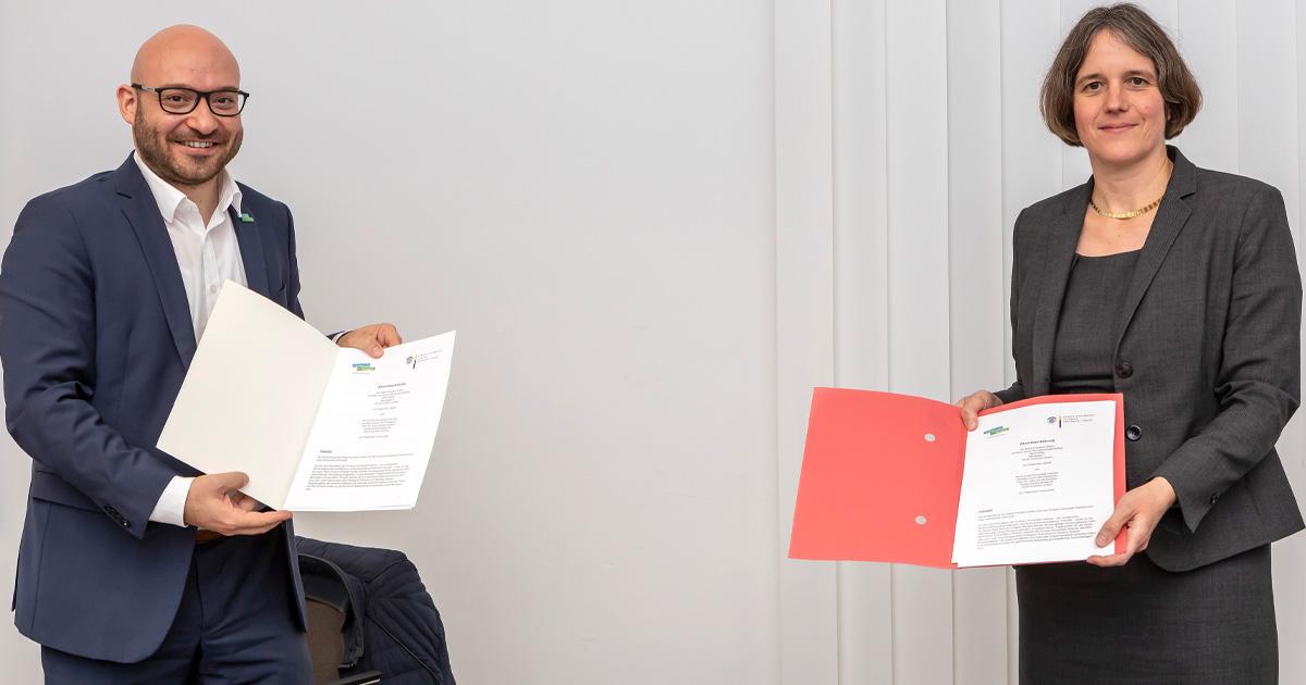 Oberbürgermeister René Wilke und Universitätspräsidentin Prof. Dr. Julia von Blumenthal